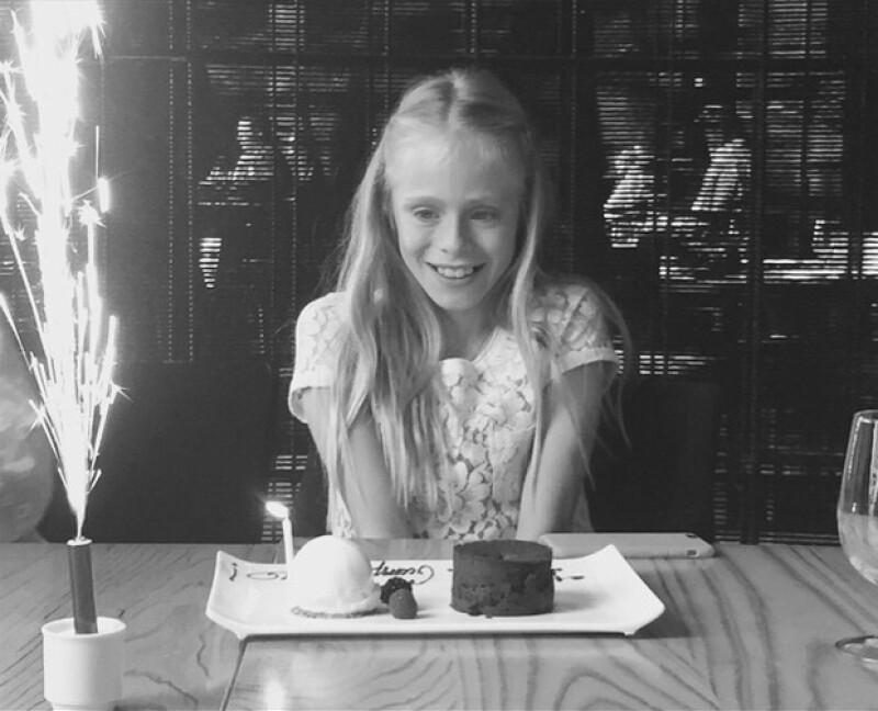 """La actriz, famosa por su interpretación en """"No se aceptan devoluciones"""" celebró su cumpleaños con un pastel y fue felicitada por Eugenio Derbez."""