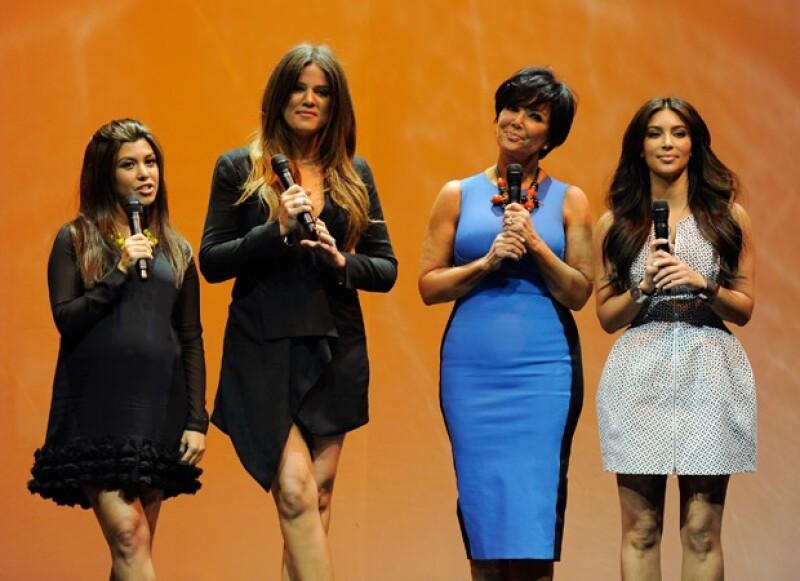Kris, Kourtney, Kim y Khloé hablaron mal de la ex de su papá en el show.