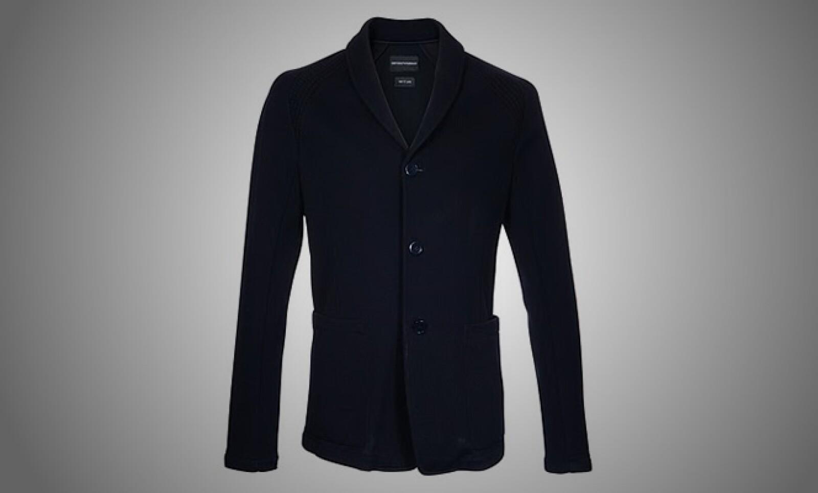 1.La marca italiana de diseño presentó su colección otoño-invierno, basada en colores lisos y fríos, como el negro, azul y café oscuro.