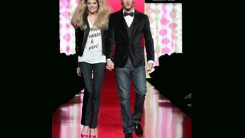 Ken y Barbie modelaron prendas de Kenneth Cole, invitado especial en la pasarela.