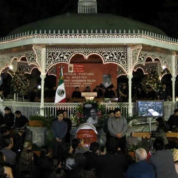 Familiares montan guardia en funeral de Zeferino Nandayapa