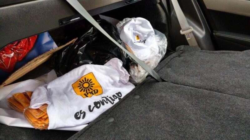 Al interior de la unidad, autoridades encontraron propaganda del Partido de la Revolución Democrática.