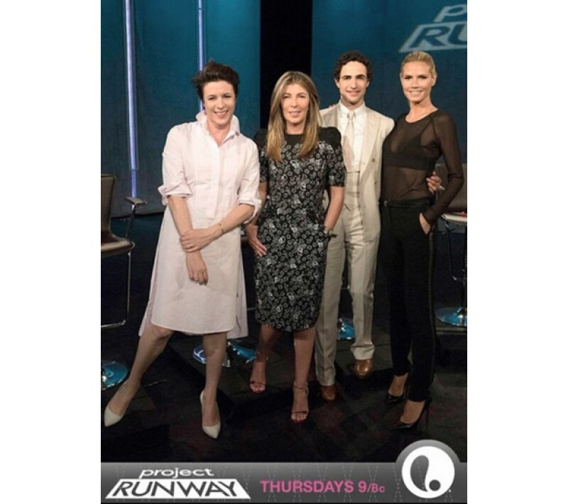 Posen publicó esta imagen en su Instagram del capítulo de esta noche del reality show, junto a la guapa paresentadora y los jueces.
