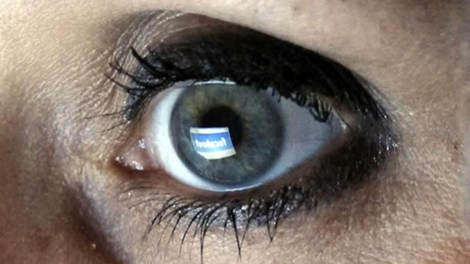 oeil yeux vigilancia privacidad redes sociales