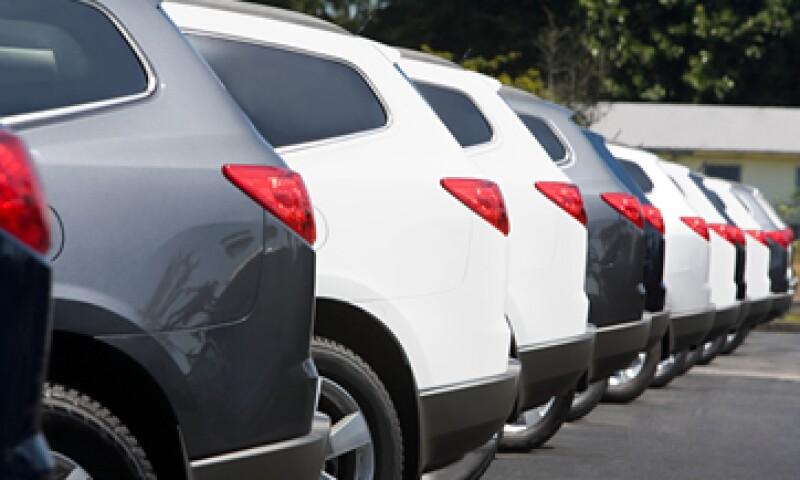 Las ventas de autos son un indicador mensual anticipado de la demanda de los consumidores en EU. (Foto: AP)