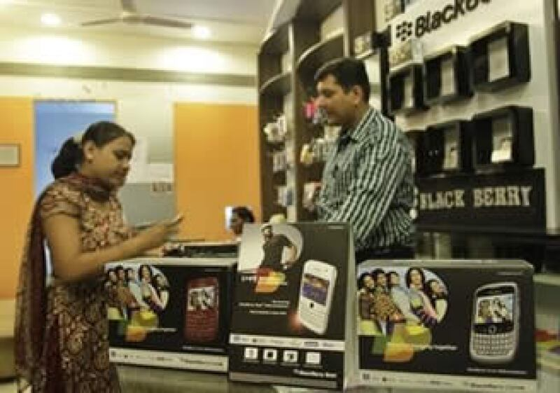 Gobiernos como el de India exigieron acceso a las redes de mensajes de Blackberry por cuestiones de seguridad nacional. (Foto: AP)