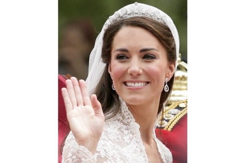 La tiara que usó Kate el día de su boda es Cartier.