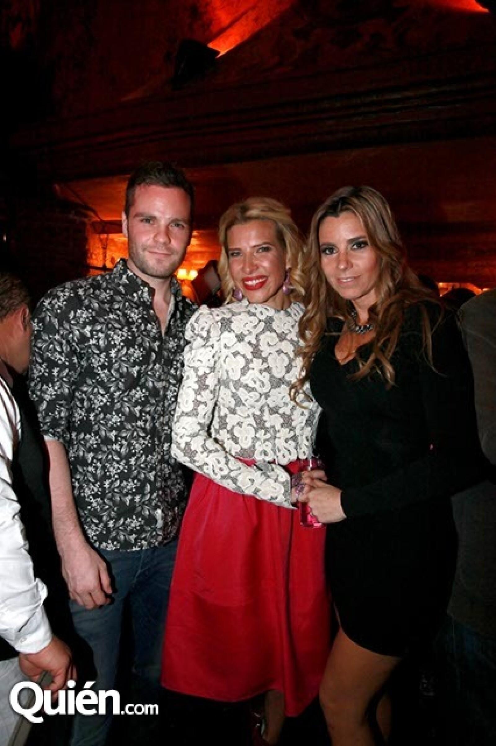 Eduardo Russel,Beatriz Pasquel y Yadin Russell
