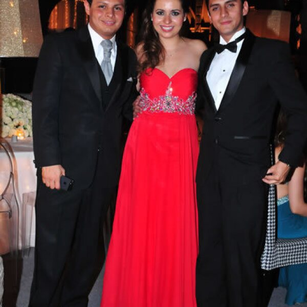 Giovanni Medina,Erika Manjarrez,Luis Thomas