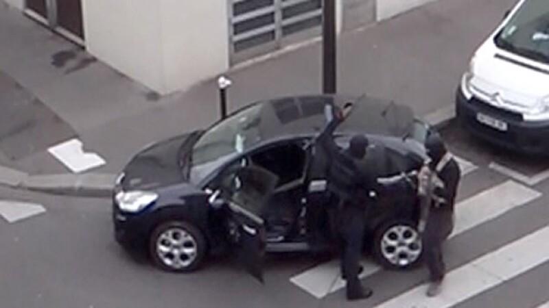 Los hermanos Kouachi durante el ataque a una revista francesa el pasado 7 de enero, que dejó como saldo 12 muertos