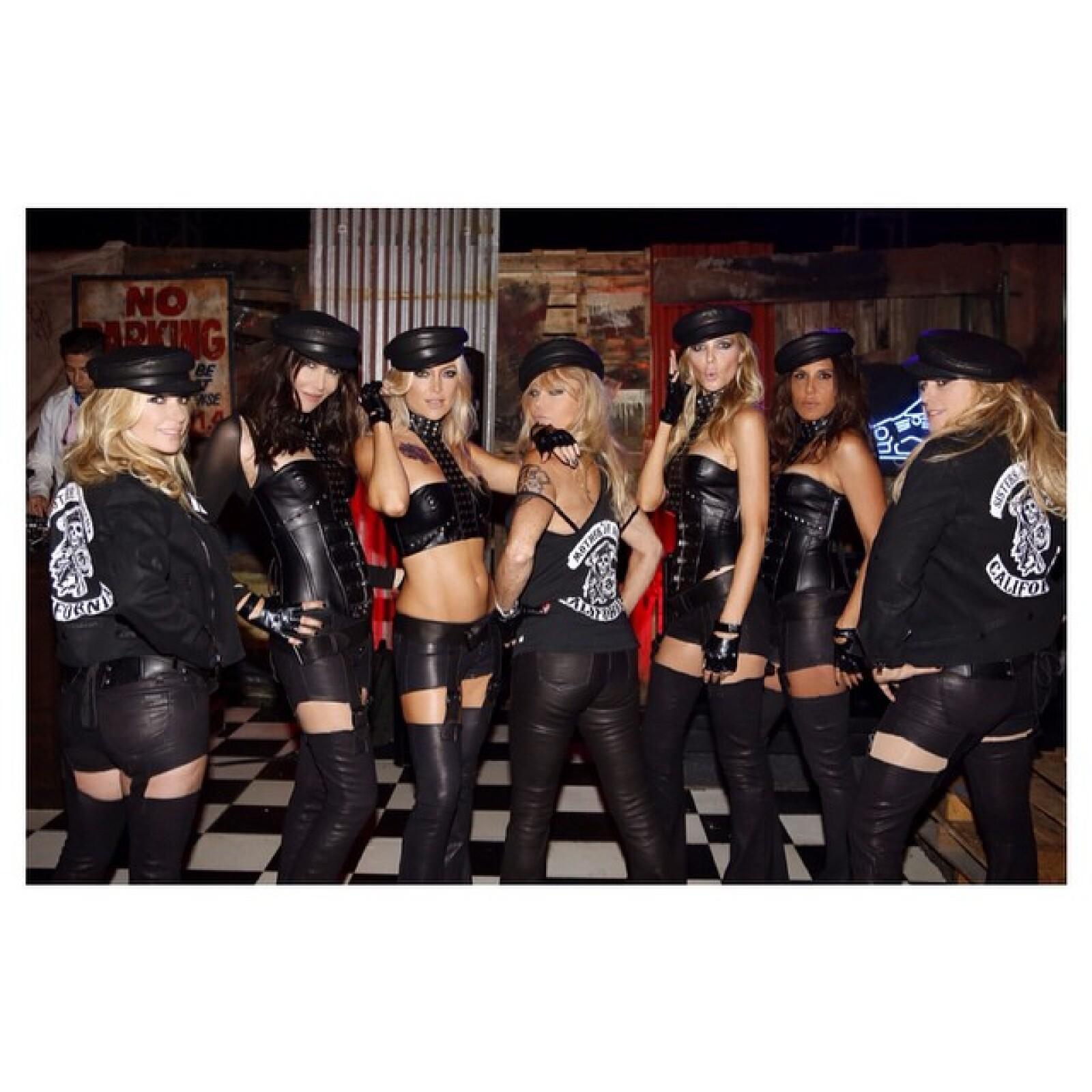 """""""Mother of Anarchy is taking her daughters to a little party"""", Hudson decidió que el tema para la edition de este año de su fiesta de Halloween fuera la serie televisiva, Sons of Anarchy."""