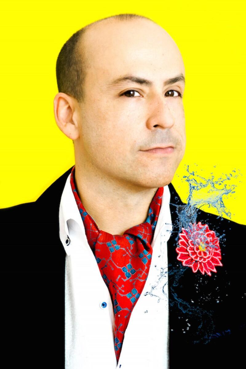 Cucamonga, caricaturista abiertamente gay, fan de las novelas de Jane Austen y de la música de Ariana Grande.