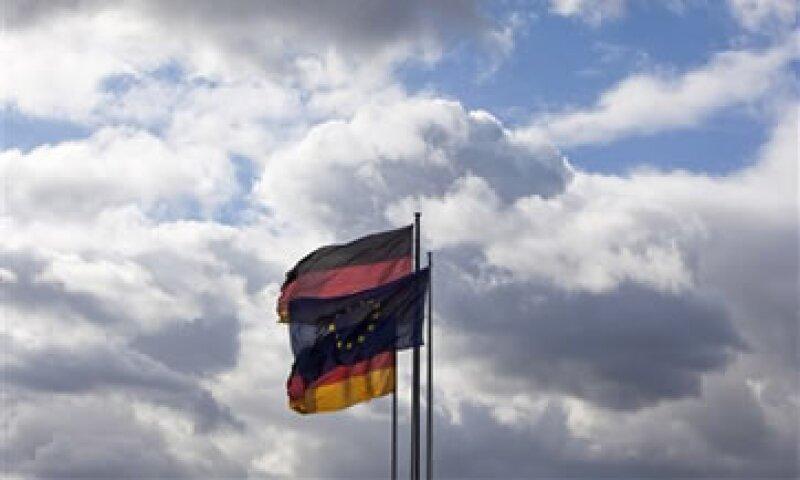 El euro había tocado un máximo de un mes contra el dólar ante las expectativas sobre la cumbre europea. (Foto: AP)