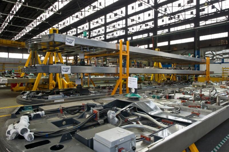 Entre los proyectos actuales que atiende esta divisi�n del negocio en M�xico est� la manufactura de cajas y arneses el�ctricos para 324 carros de pasajeros, que deber� entregarse en Montreal, Canad�.
