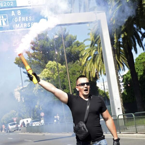 """La rockera estadounidense Courtney Love  mandó un tuit en el que pedía intervenir al presidente Hollande. """"¿Esto es Francia? Me siento más segura en Bagdad"""", aseguró."""
