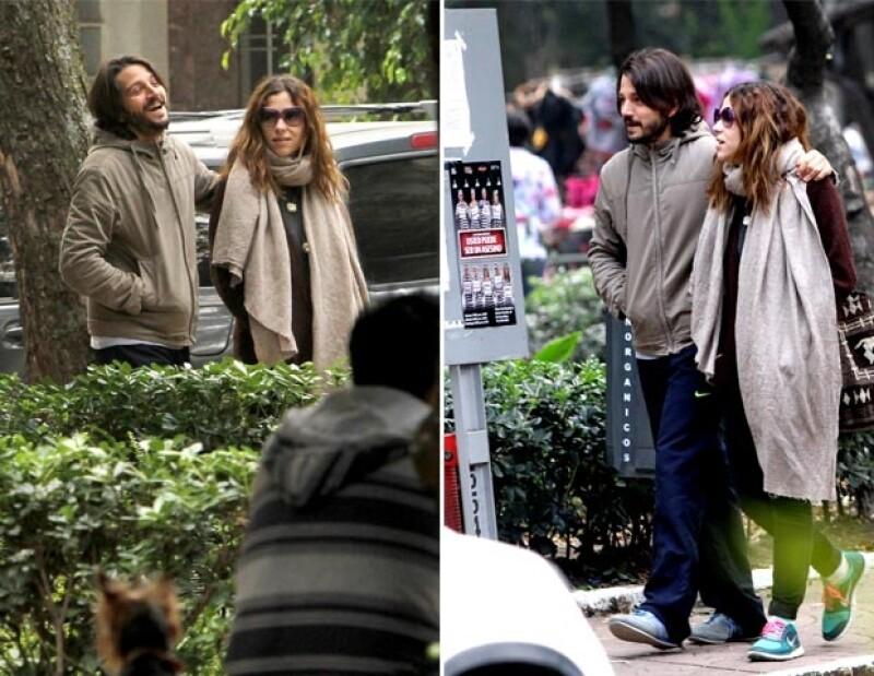 Diego y Paulina se dejaron ver caminando por la Condesa.