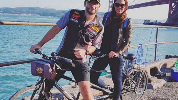 La conductora y su esposo disfrutaron de un romántico paseo por el Golden Gate, después de que él participara en el Pirelli World Challenge.