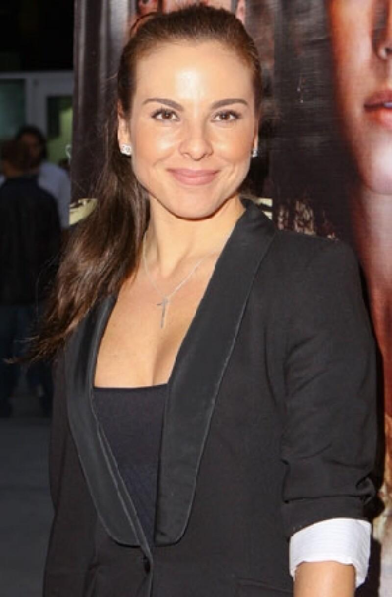 La actriz mexicana protagonizará la adaptación de la novela de Arturo Pérez Reverte.