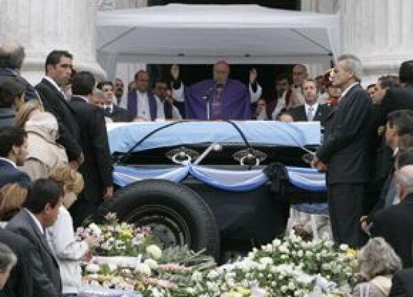 Se realizó una misa de cuerpo presente en las escalinatas del congreso argentino.