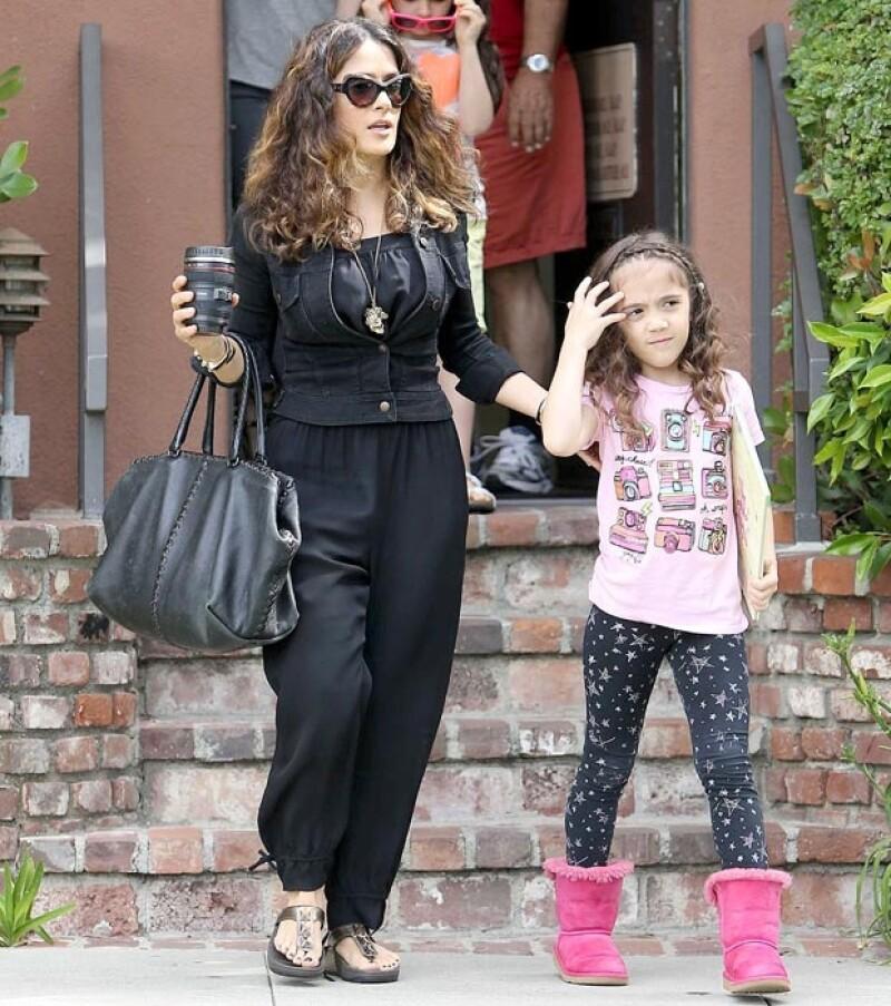 Valentina Paloma heredó la cabellera ondulada de su mamá.