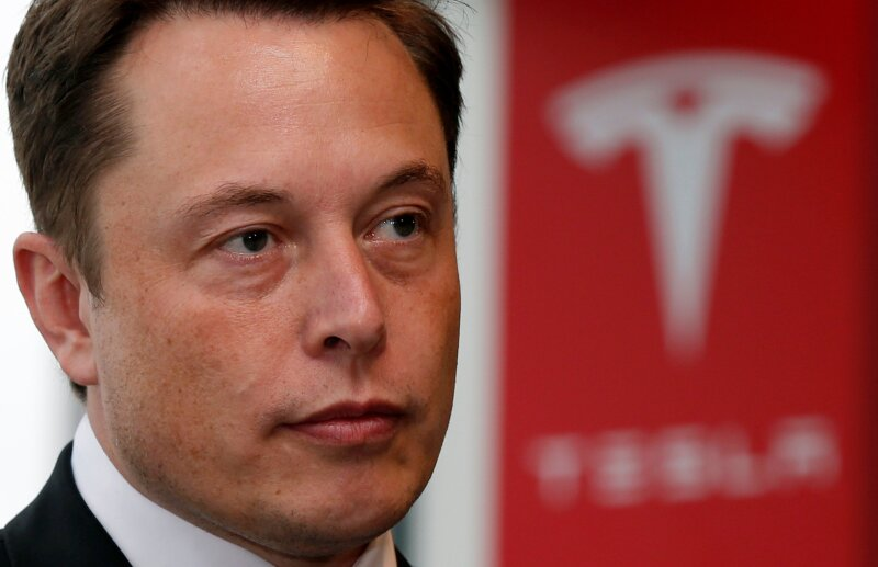 FILE PHOTO:    Tesla Motors Inc Chief Executive Elon Musk pauses during a news conference in Tokyo