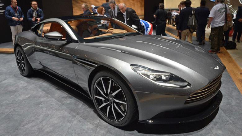 7. Aston Martin DB11. Sus características principales: carrocería de aluminio, motor V12 biturbo de 5.2 litros y 600 hp.