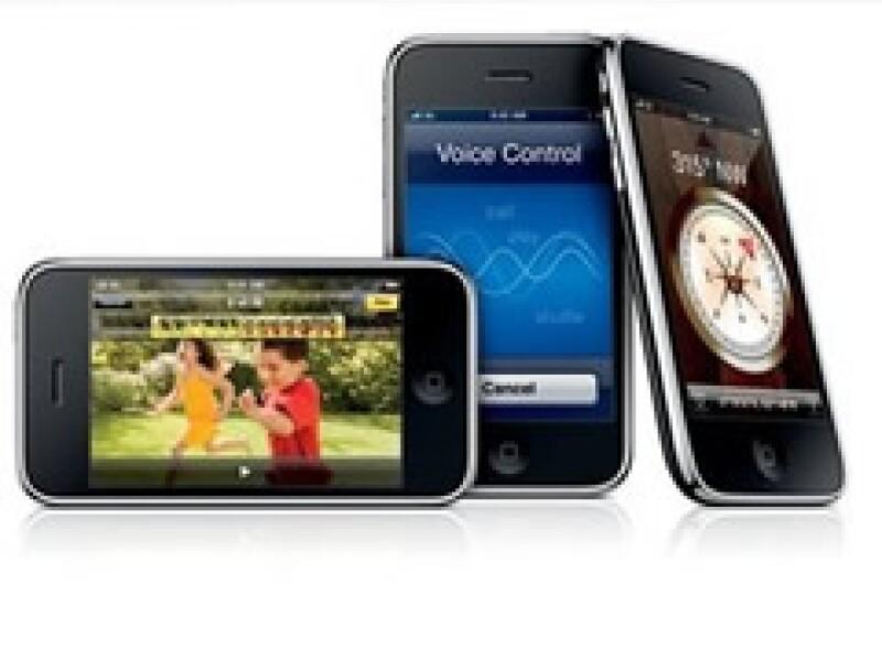 El nuevo dispositivo de Apple tiene una cámara de 3.2 megapixeles y puede captar fotos y video. (Foto: AP)
