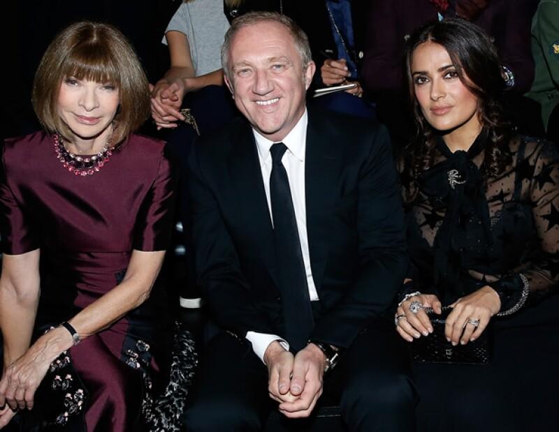Anna Wintour, François-Henri Pinault y Salma Hayek en Saint Laurent.