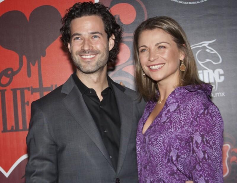 Tras la noticia de que la actriz recibió el anillo de compromiso, la pareja ya piensa en la fiesta para antes de que acabe el 2012.