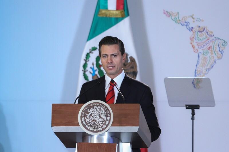 La tasa de desaprobación del presidente Enrique Peña Nieto es la más baja desde 1995.