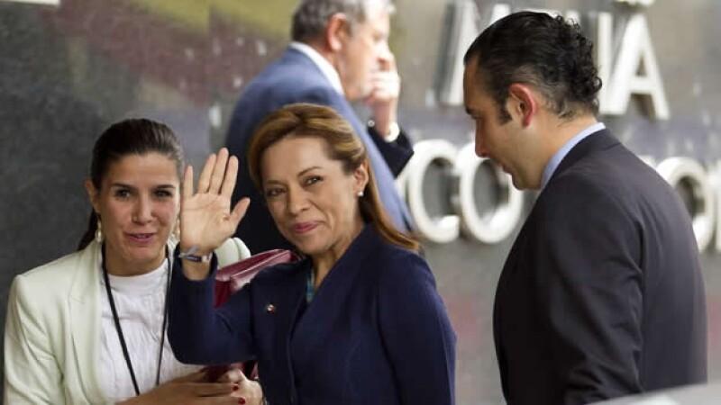 Josefina Vázquez Mota saluda a la llegada al hotel Melia para la reunión con el presidente del gobierno español