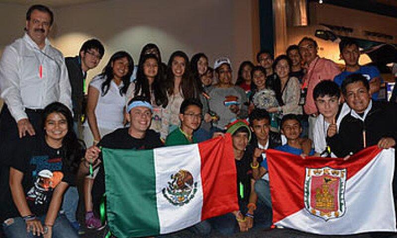 Los tres ganadores forman parte de un equipo de 20 mexicanos que acudió al concurso. (Foto: Cortesía/SCT)
