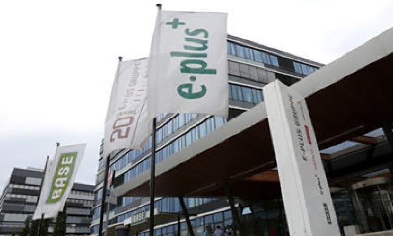KPN acordó en julio vender su unidad alemana E-Plus a Telefónica por 8,100 millones de euros.  (Foto: Reuters)
