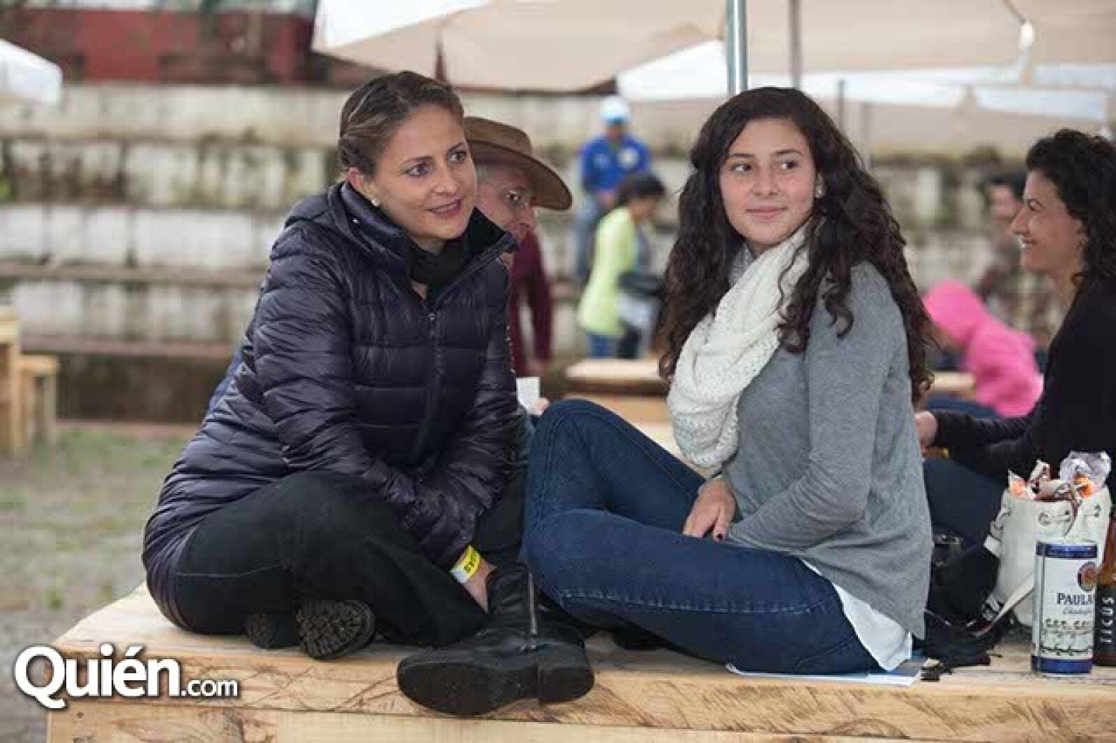 Genoveva y Renata Freyre