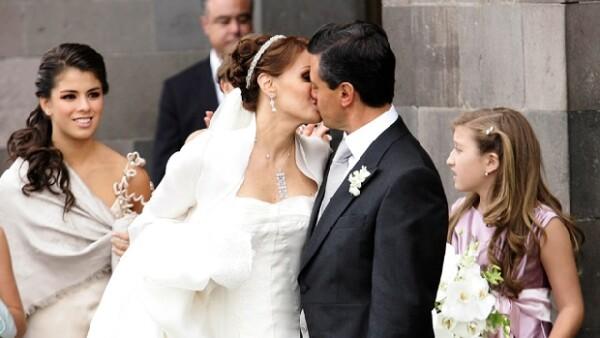 La pareja se dio el sí, acepto,  se juraron amor eterno en la Catedral de Toluca frente a amigos, familiares y algunos miembros del gabinete del gobernador mexiquense.