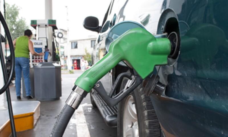 Las gasolinas no subirán en todo 2015 a menos que se registren de fluctuaciones abruptas en precios internacionales. (Foto: Notimex)