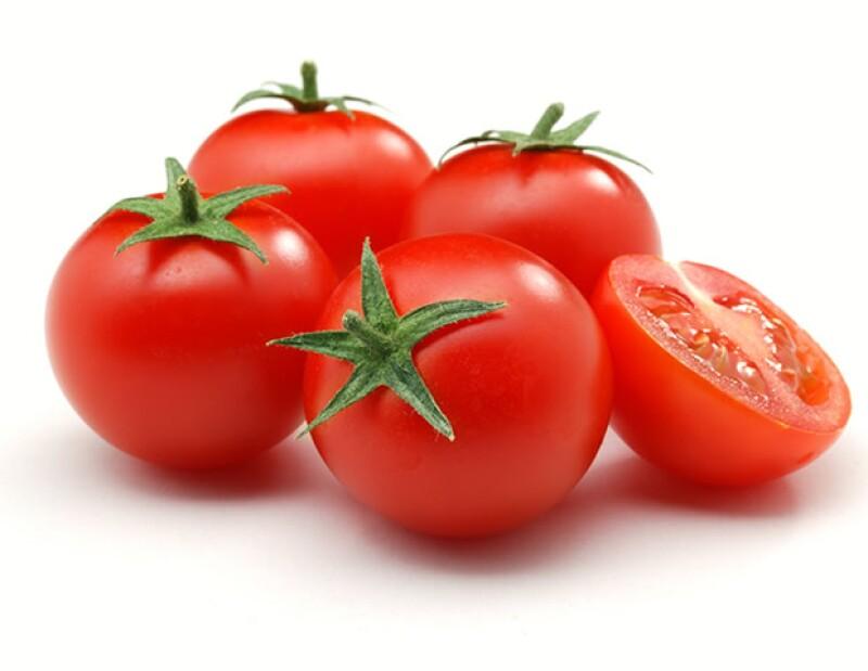 El tomate sirve para proteger la piel de los rayos UV y además ayuda a cuidar graves quemaduras.