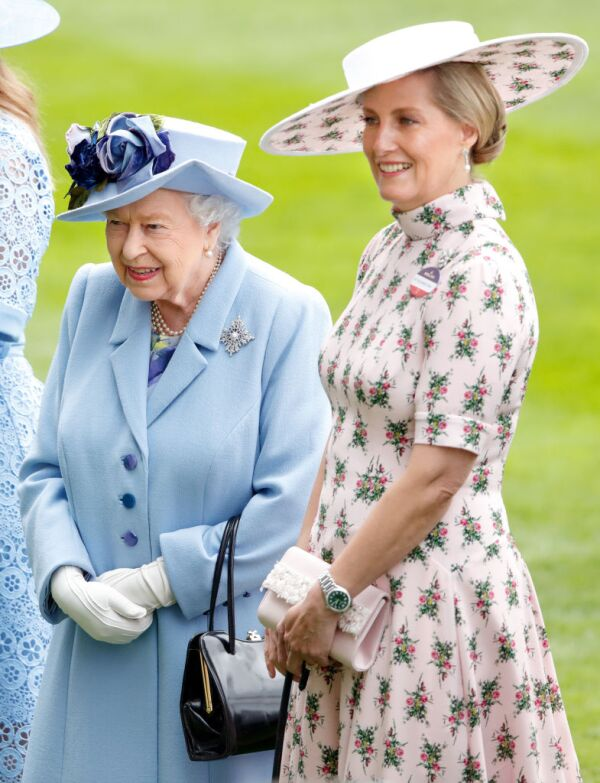 reina Isabel y Sophie de Wessex