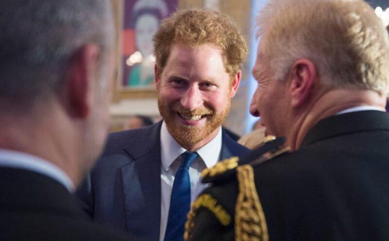 A su paso por los Estados Unidos, el príncipe Harry no dudó en hacer su visita mucho más agradable, dejando la solemnidad y encantando con su sonrisa.