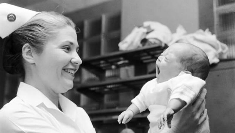 bebé nacimiento enfermera