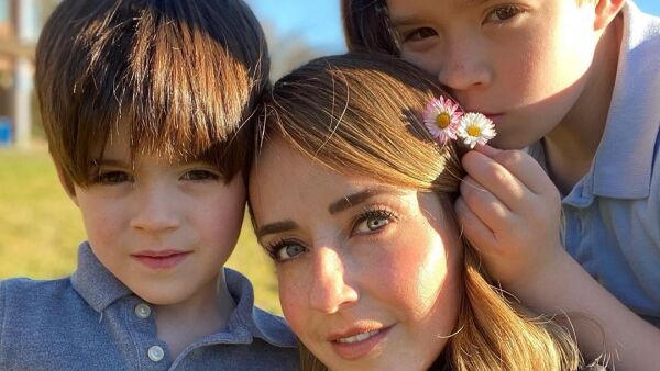 Jimena Pérez 'La Choco' con sus hijos Iker e Iñaki
