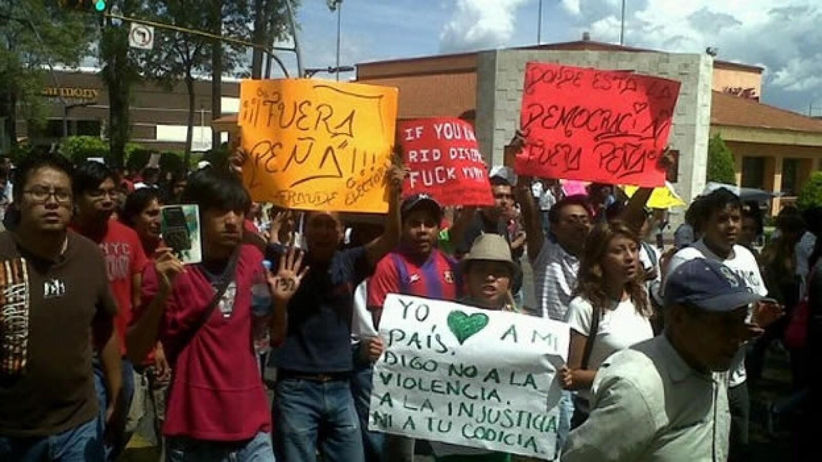 #Yosoy132 protesta ante sede del ife en Puebla 2
