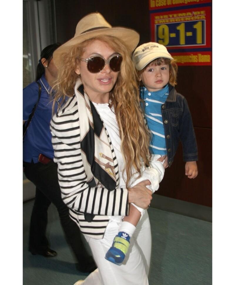 La cantante y jueza de The X Factor declaró que aunque su hijo es su prioridad, no ha dejado abandonada su carrera como artista, ritmo que según dice, es difícil de mantener.