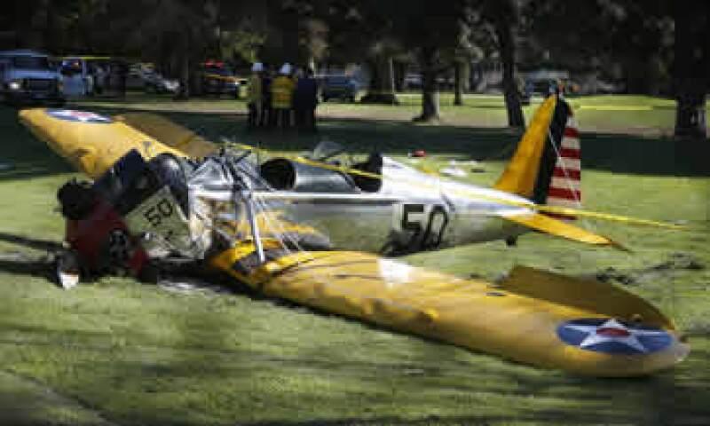 La avioneta quedó parcialmante destruida. (Foto: Reuters )