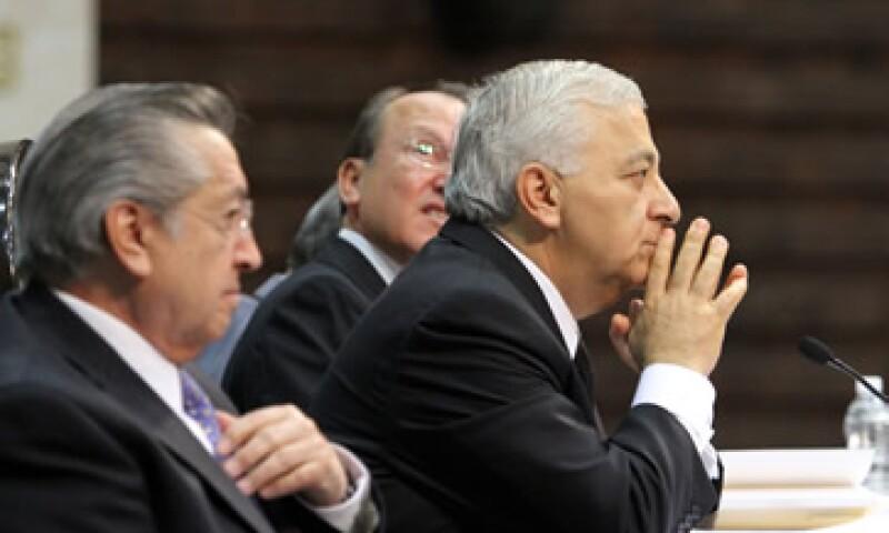 El presidente de la Cámara de Diputados, Emilio Chuayffet (al frente), consideró que sería una vergüenza parar el reloj legislativo. (Foto: Notimex)