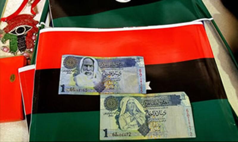 Según analistas, EU congeló aproximadamente 150,000 mdd de activos libios alrededor del mundo. (Foto: Cortesía CNNMoney)