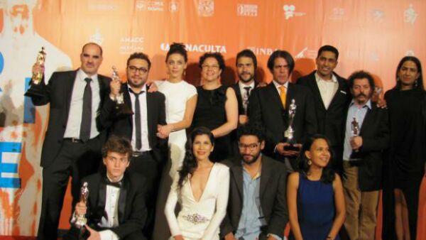 La película dirigida por Alonso Ruizpalacios se llevó cinco estatuillas, entre ellas la de &#39Mejor Director&#39 y &#39Mejor Película&#39 Juan Manuel Bernal y Sebastián Aguirre también fueron ganadores.