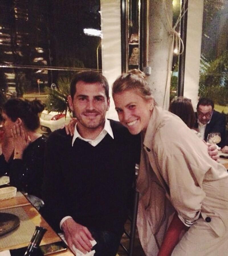 La bloguera de 'Drifting Nomad' pidió una foto de fan a Iker Casillas en un restaurante, cosa que pareció molestarle mucho a su esposa, quien asegura, se mostró arrogante.