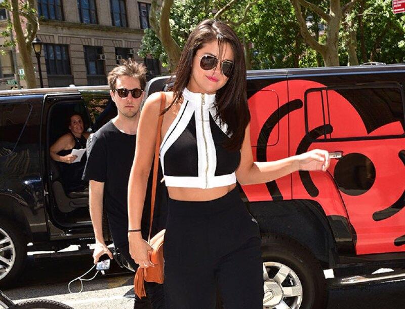Selena demuestra que está cómoda y feliz con su figura.