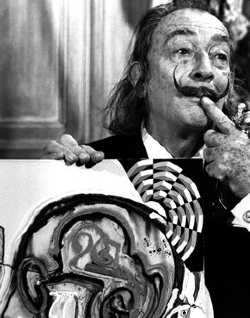 Dalí sobresalía no solo por su talento, sino también por su carácter excéntrico y egocéntrico, lo cual lo hizo un personaje fuera de lo común y aún más interesante.